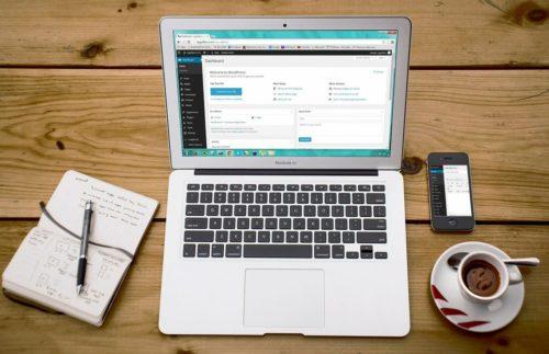 postazione lavoro su sito web con Wordpress